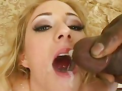Cum lover Hillary Scott receives an awesome amount of cum oozing on her mouth