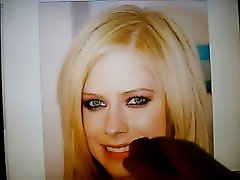 me givin avril Lavigne a great facial