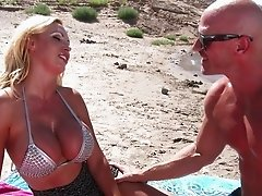 Outdoor fuck with busty Nikki Benz