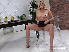 Sexy blonde temptress Brittany Bardot loves to pee