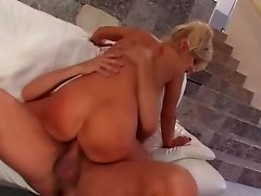 Outstanding MILF Vicki Vogue is an experienced sex loving bitch
