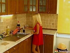Buxom blonde has her juicy cunt stretched in the kitchen hardcore