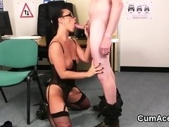 Foxy beauty gets cumshot on her face eating all the load88gY