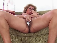 Francsina is an elderly lady who loves drilling her vagina