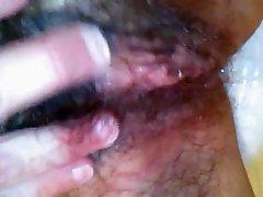A peluda da minha amante a masturbar-se