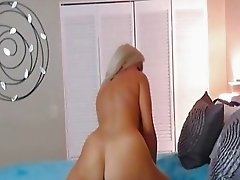 Beautiful Babe With Tight Pussy Playtime