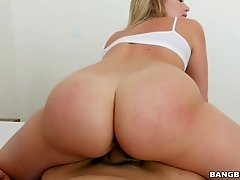 Splendid missionary fuck with gorgeous bosomy lady Mia Malkova