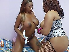Bootylicious ebony sluts share a thick dildo for a pleasure