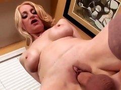 Madura big tits in stockings fucks big (top mature)