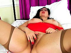 British BBW milf Jayne Storm fingers her hairy fanny